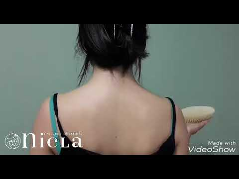 Come eliminare tensioni e stanchezza da spalle e collo con una semplice spazzola