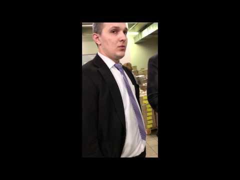 Били, грозили ребра сломать: В Киеве охрана супермаркета набросилась на подростка