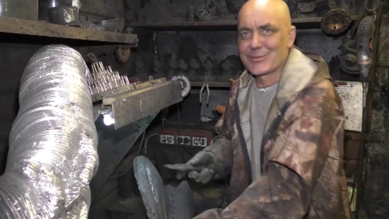 Искусство из шахты: кузбассовец создаёт статуэтки из угля