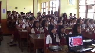 Riska Promo Lagu BEBAS Di SD Paku Alam 1 Part 1MP4