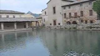 preview picture of video 'Bagno Vignoni, borgo termale'
