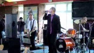 Dr Feelgood play Milk & Alcohol at the Kentagon