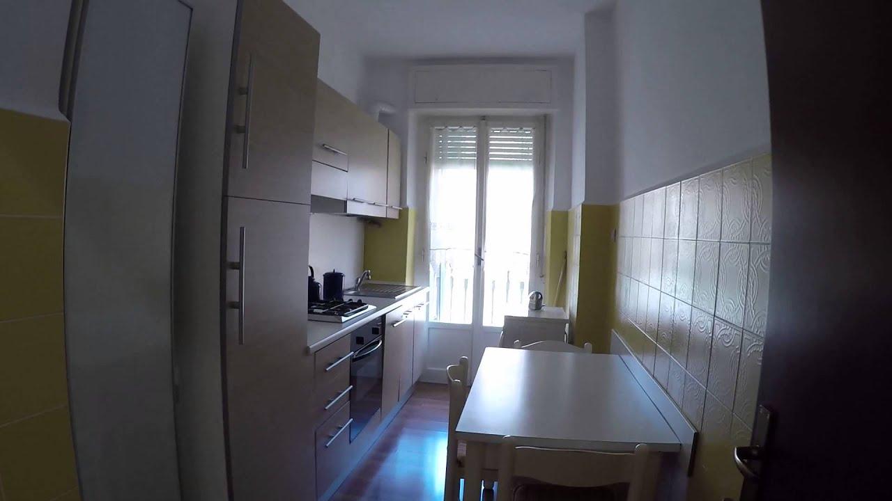 Spaziose stanze per studenti in un appartamento condiviso con un balcone in Città Studi