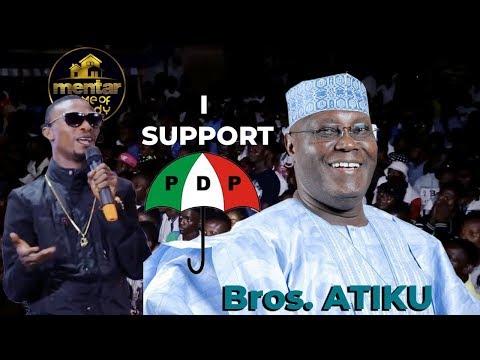 I GO DYE SHOWS SUPPORT FOR ATIKU'S PDP AS HE JOKINGLY BLASTS TINUBU & BUHARI ON STAGE