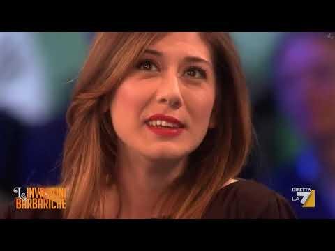 Virginia Raffaele 09 03 12 minigonna tacchi sgabello cosce gambe da sega SaveYouTube com