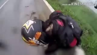 Парень не растерялся и спас девушку во время аварии