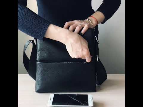 Мужская кожаная сумка через плечоTIDING BAG черного цвета Video #1