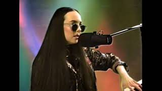 Allie X – True Love Is Violent (Unplugged)