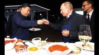 Владивосток. Путин и Си Цзиньпин испекли блины и отведали мёда