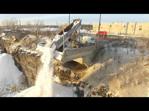 Two hour raw video of snow removal operations in Montreal, Canada