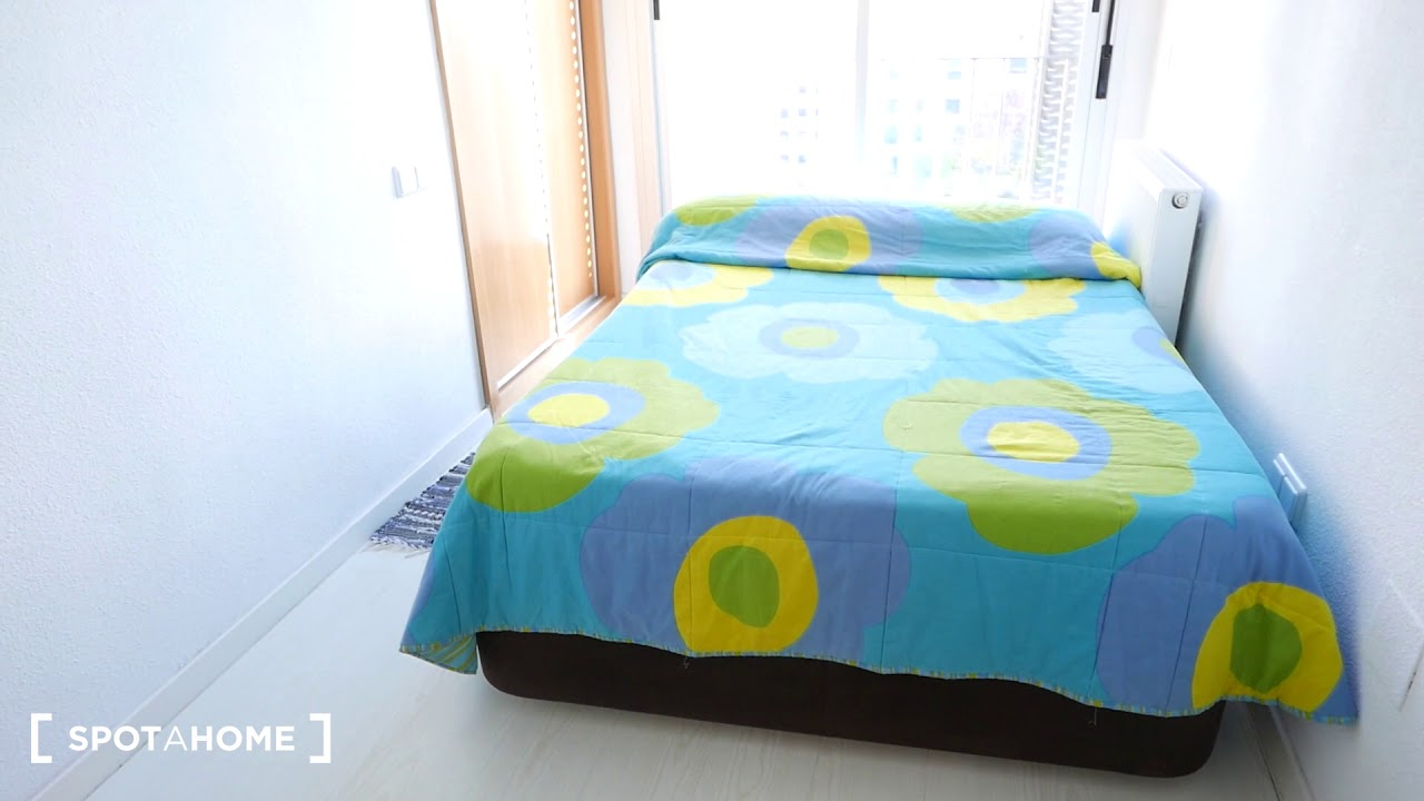 Double bed in Room for rent in a comfortable 2-bedroom apartment in Carabanchel
