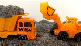 CONSTRUCTION MIGHTY MACHINES DUMP TRUCK CEMENT MIXER WITH KINETIC SAND AND DISNEY MCQUEEN - UNBOXING