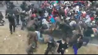 Ejército detiene con palo en mano a caravana de Migrantes en Chiquimula