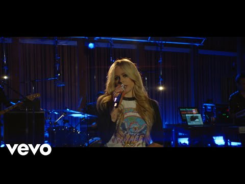 "Avril Lavigne - ""Girlfriend"" (Live from Honda Stage at Henson Recording Studios)"