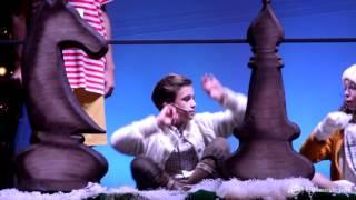 Премьера шоу «Волшебный подарок Деда Мороза»: все зажигаем с Мишей Смирновым и Марией Паротиковой
