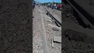 Поезд сошёл с рельсов