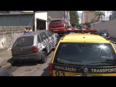 Operação remove carros abandonados das ruas