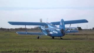 Ан-2 запускает двигатель