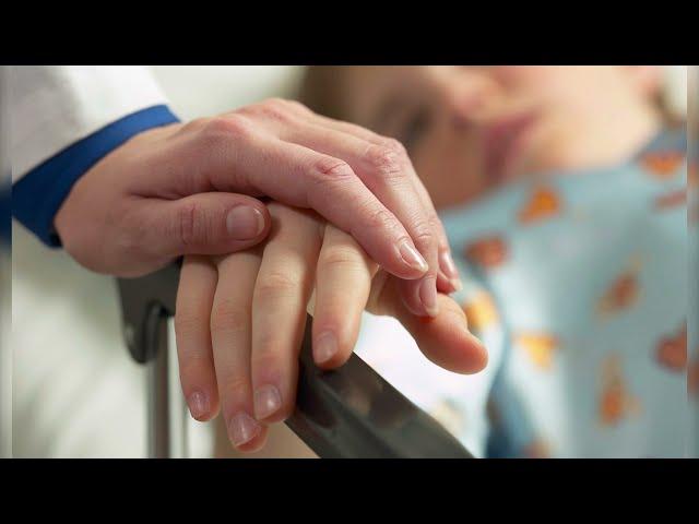 Тяжелобольных детей разрешат лечить не по инструкции