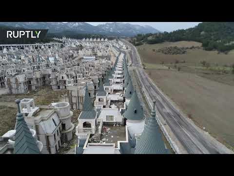 العرب اليوم - شاهد : توقف أعمال البناء في مشروع تركيا السكني الفاخر