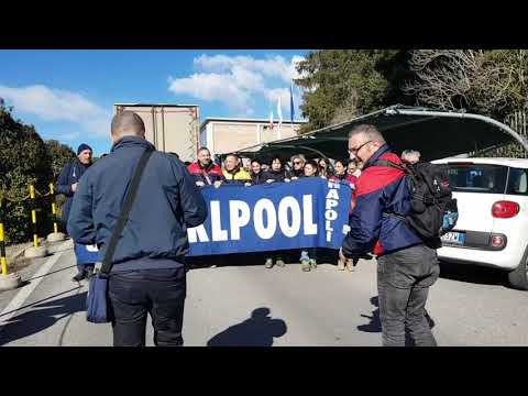WHIRLPOOL: Lavoratori senesi e napoletani manifestano per strada a Siena