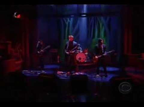 Queens Of The Stone Age little sister (live @ Letterman)