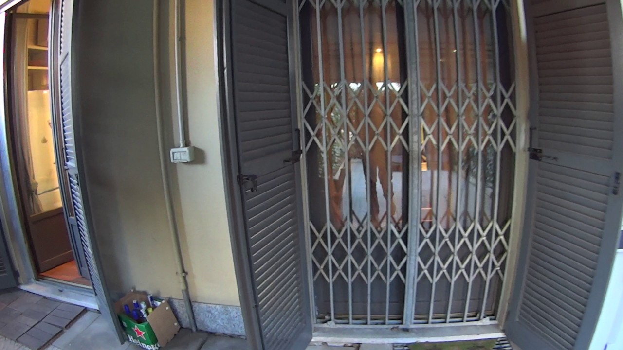 Rooms for rent in 3-bedroom apartment with AC and large terrace in Cinisello Balsamo