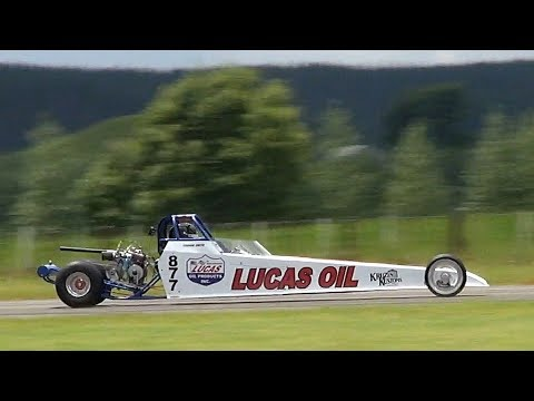 quick-vid-drag-racing-at-the-tokoroa-airfield-december-2017