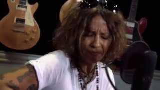 <b>Linda Perry</b> It Fcking Hurts At Guitar Center