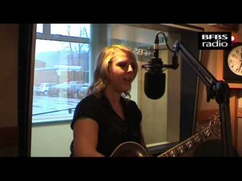 BFBS Radio - Nell Bryden performs live on the Sim Courtie Show