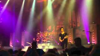 Avenged Sevenfold Plays 'Crossroads' Riffs