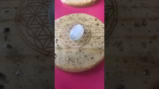 4 Conversation avec une pierre de lune