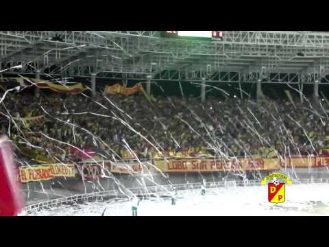 """Hinchas del Deportivo Pereira 1-Oct-2012"" Barra: Lobo Sur • Club: Pereira"