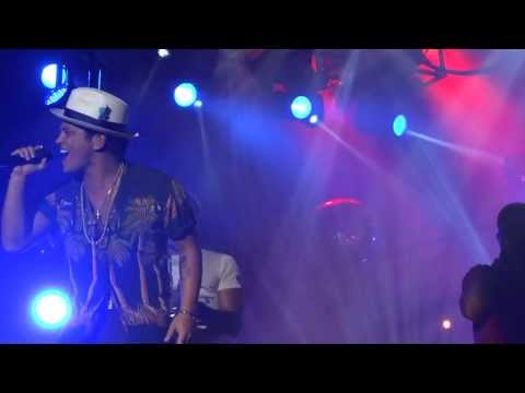 Moonshine - Bruno Mars Live In Dubai