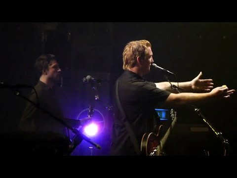 Queens of the Stone Age - Walkin' on the Sidewalks live in Paris, 2011