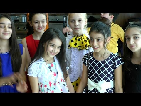 İsrolk çocuklardan Minik Azeri Galatasaraylı Zeynebe sarı kırmızılı doğum günü