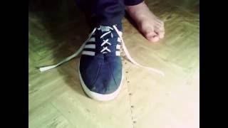 Смотреть онлайн Завязываем шнурки без рук, секрет фокуса