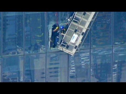 Νέα Υόρκη: Αιωρούνταν στο κενό για δυο ώρες στο νέο Παγκόσμιο Κέντρο Εμπορίου