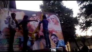 preview picture of video 'salman khan fans for dabangg2 at chitramandir theatre in solapur'