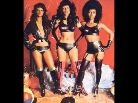 THE THREE DEGREES  (WOMAN IN LOVE)