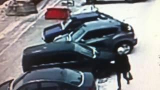 безумная женщина на Nissan Juke Т586МС96 царапает машины