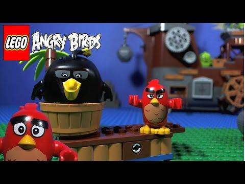 Vidéo LEGO Angry Birds 75825 : Le bateau pirate du cochon