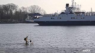 preview picture of video 'Świnoujście. Zatopiony holownik'