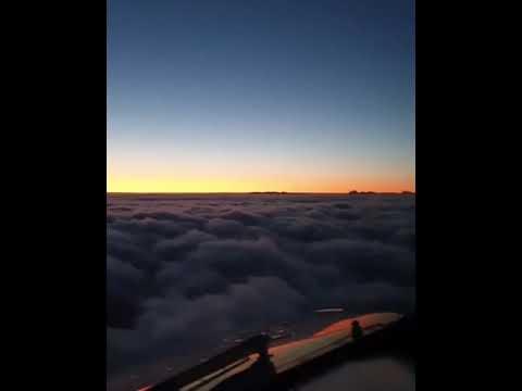 جمال الطيران مع السحب