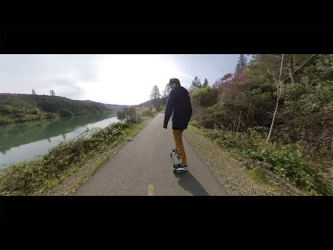 electric-skateboarding--river-trail