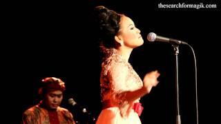 Gambar cover Rita Tila In Samba Sunda Quintet Performs Goyang Karawang At Union Chapel HD