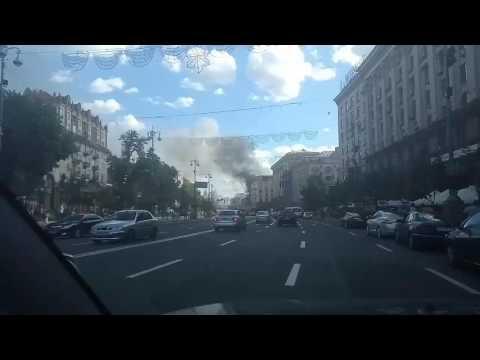 Горит здание бывшего Центрального гастронома на Крещатике (видео)