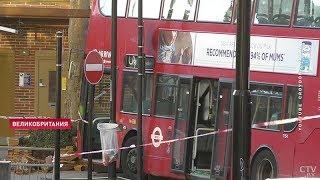 В Лондоне пьяный водитель автобуса протаранил остановку