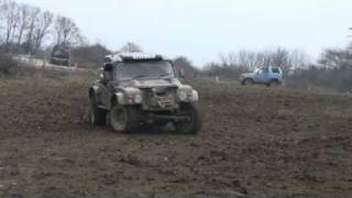 preview picture of video 'Range Rover Tomcat in the mud'