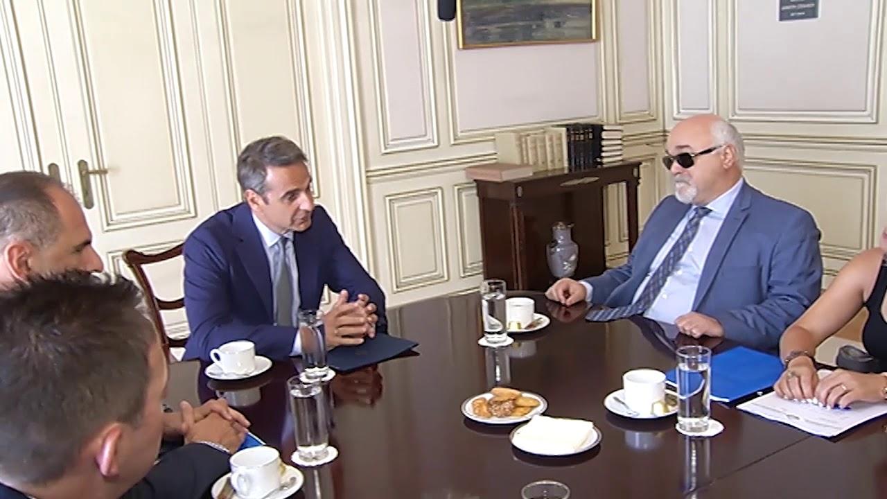 Συνάντηση του Πρωθυπουργού Κυριάκου Μητσοτάκη στο Μέγαρο Μαξίμου με τον πρόεδρο της Ε.Σ.ΑμεΑ